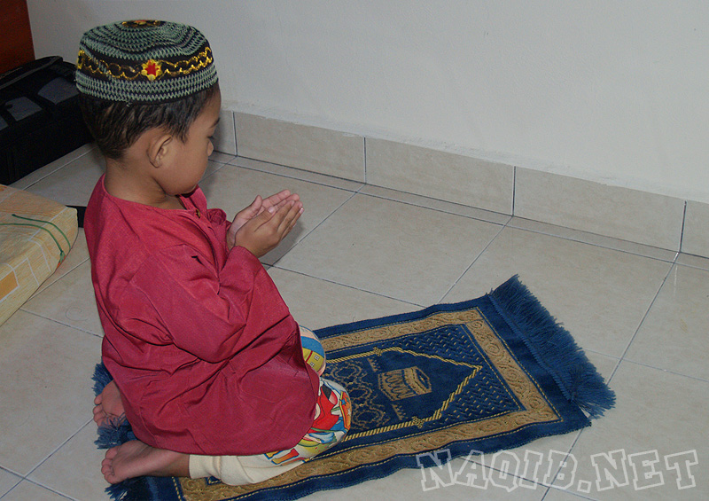 http://naqib.net/wp-content/uploads/2008/04/naqib_solat_01.jpg